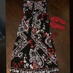 WHBM maxi dress only worn once White House Black Market paisley maxi dress with elastic waist. Red/orange/white/black. Can wear with tie around neck or as a strapless dress.  Only worn once to a wedding. Great condition. Bundle items to save $$.  Comes from clean non smoking home. White House Black Market Dresses Maxi