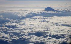 Monte Fuji, no #Japão, é visto de um avião. Foto: Toru Hanai/Reuters.
