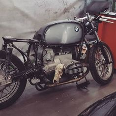 Prototype of our new backframe is finished. She got a mean stance now Crafting t… Bmw Cafe Racer, Cafe Racer Build, Cafe Racers, Vintage Architecture, Architecture Design, R65, Bmw Boxer, Bmw Motorcycles, Custom Bikes