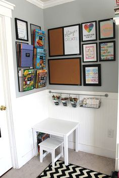 Style Oyster: organized art area for children. Style Oyster: organized art area for children. I want to do that with a corner of the playroom. Craft Corner, Kids Corner, Study Corner, Ideas Habitaciones, Ideas Para Organizar, Diy House Projects, Spring Projects, Spring Crafts, Toy Rooms