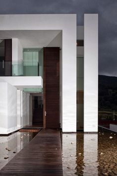 Wooden walkway to the Casa del Agua by Almazán Arquitectos Asociados