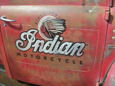 Ideas For Indian Motorcycle Vintage Logo Indian Motorbike, Vintage Indian Motorcycles, Bicicletas Raleigh, Truck Lettering, Indian Motors, Truck Signs, Motorcycle Logo, Shop Truck, Sign Writing