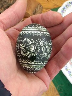 Polish Drapanki or skrobanki are made by scratching the surface of a kraszanka with a sharp tool to reveal the white of the egg shell.