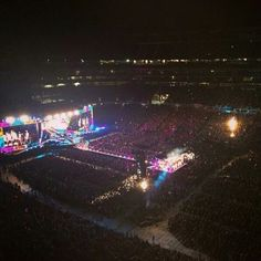One Direction on stage at the Gillette Stadium in Boston (09/08/2014) #WhereWeAreTour