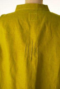 Back tucks in shirt - Inspiration