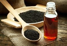 Recent studies have confirmed that black cumin seed oil (nigella sativa) can inhibit cancer cell activity and is an effective cancer treatment, at least in animal studies. The black cumin seed oil … Herbal Remedies, Health Remedies, Home Remedies, Natural Remedies, Asthma Remedies, Benefits Of Black Seed, Kalonji Seeds, Kalonji Oil, Rheumatische Arthritis