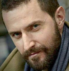 Richard Armitage rockin' the beard. Richard Armitage, Oc Fanfiction, John Thornton, Ideal Man, Perfect 10, Irish Boys, Human Soul, Guy Names, Queen