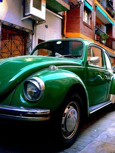 Green, German 1950: VW Beetle, Bus and Fiat Topolino on top. hnnng.