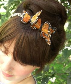 I like how natural and yet elegant this up-do is with the butterflies.