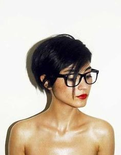 "Long Pixie Hairstyles 2016 - The Long Pixie Haircut may be cute, but the women who are wearing these styles are definitely more than ""just cute""! Hairstyles With Glasses, Cute Hairstyles For Short Hair, Pretty Hairstyles, Short Hair Cuts, Short Hair Styles, Hairstyles 2016, Bob Hairstyle, Wedding Hairstyles, Pelo Pixie"