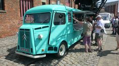 Citroen van looking gorgeous and doing good business dispensing pizza's.