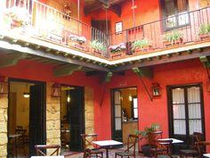 #Edificios #Rustico #Exterior #Restaurante #Cafeteria #Mesas de centro #Lamparas #Madera #Plantas #Muebles de exterior #Puertas #Sillas
