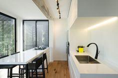 איך להתאים גופי תאורה לבית? Blinds, Conference Room, Curtains, Table, Fire, Furniture, Home Decor, Decoration Home, Room Decor