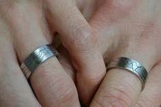This couple had their brainwaves recorded while listening to each others' heart beat and then had them etched on their wedding bands.