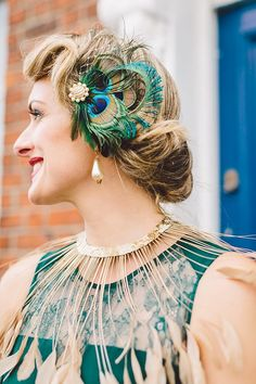 Stylish Soirée with a Twist - Michael and Naomi's Wedding by Gillian Higgins peacock headpiecepeacock headpiece Vintage Hairstyles, Wedding Hairstyles, Feather Hair Pieces, 1920s Headband, Peacock Costume, Peacock Hair, Great Gatsby Fashion, Art Deco Wedding, Wedding Ideas
