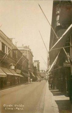 Vista desde la calle Espaderos, del Jirón de la Unión. Al fondo, el portal de Escribanos.  Fuente: Lima la Unica