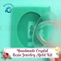 Do you love resin art? Especially when the art reminds you the vacation trip? Resin Jewelry Molds, Resin Jewelry Making, Resin Molds, Polymer Clay Jewelry, Diy Resin Mold, Diy Silicone Molds, Diy Resin Art, Diy Resin Crafts, Uv Resin