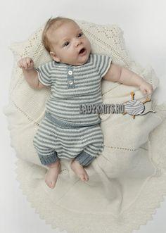 Вязаный спицами полосатый костюм для малыша от рождения до 2 лет