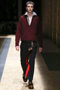 NOTE/IDEA : sweater and pants with contrast inseam detail -- Prada Fall 2016 Menswear Collection Photos - Vogue