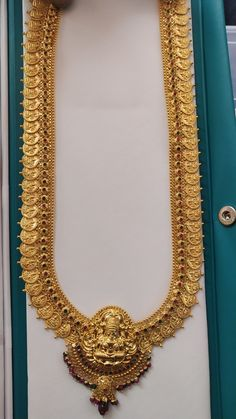Gold Temple Jewellery, Gold Wedding Jewelry, Gold Jewelry Simple, Bridal Jewelry Sets, Gold Bangles Design, Gold Earrings Designs, Gold Jewellery Design, Necklace Designs, Gold Haram