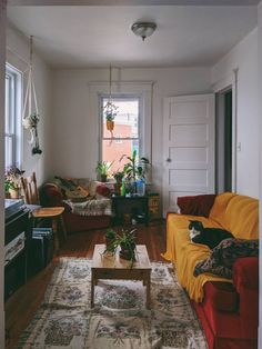 Getting cozy ahead of winter. Dream Apartment, Apartment Living, Deco Studio, Aesthetic Rooms, Home And Deco, My New Room, Home And Living, Cozy Living, Cozy House