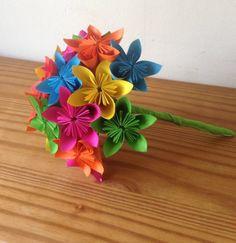Ramo de arco iris de flores de papel de origami kusudama
