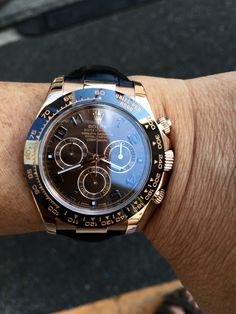 Wrist Watches, Cool Watches, Rolex Watches, Rolex Daytona Watch, Luxury Watches For Men, Jewels, Chocolate, Nice, Gold
