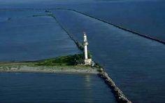 Aici, Dunărea şi Marea Neagră se amestecă într-un mod fascinant! Turism Romania, The Beautiful Country, Black Sea, Cn Tower, Wonderful Places, Virginia, Past, Travel, Lighthouses