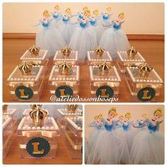 Festa de 3 aninhos da Luiza, e o tema é Cinderela!! Amo essa princesa!! Criei uma caixinha linda para lembrancinha e enfeitar a mesa. E tubetes com saia de tule!! Ficaram lindas!! É possível personalizar em vários temas!! Entre em contato conosco!! E-mail: ateliedossonhoscps@gmail.com ou WhatsApp: (19)98386-3333 #princesa #festacinderela #cinderela #festadeaniversario #lembrancinhacinderela #lembrancinha #lembrancinhapersonalizada #sapatinhodecristal #coroa #festacriança
