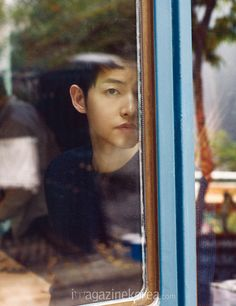 Harper's Bazaar Korea has just bombed us with new and more May spreads of cover boy Song Joong Ki! The photographs were shot in early April in Hong … Descendants Of The Sun Wallpaper, Song Joon Ki, Sungkyunkwan Scandal, Songsong Couple, Lee Bo Young, Man Page, Cover Boy, Yoo Ah In, Innocent Man
