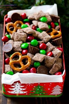 Easy Christmas Treats That'll Make Holiday Baking Even More Joyful These Christmas treats are the best kind of Christmas dessert to make — and kids can help too! Cute Christmas Desserts, New Year's Desserts, Easy Christmas Treats, Desserts To Make, Party Desserts, Simple Christmas, Delicious Desserts, Holiday Desserts, Christmas Cakes