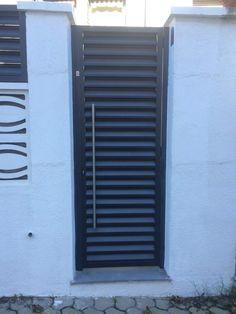 Puertas met licas de exterior de acceso peatonal y para for Estilos de puertas metalicas
