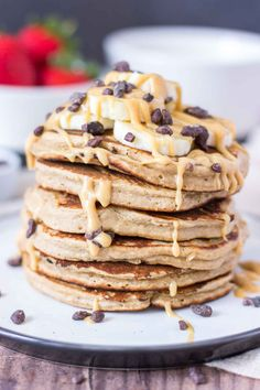 Peanut Butter Oatmeal Pancakes - Natalie's Health Peanut Butter Pancakes, Chocolate Chip Pancakes, Peanut Butter Oatmeal, Buttermilk Pancakes, Pancakes And Waffles, Banana Oatmeal Pancakes, Chocolate Chips, Delicious Breakfast Recipes, Brunch Recipes