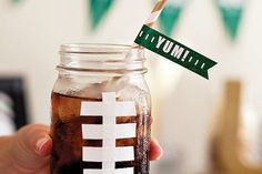 When planning a Super Bowl Party, don& you think the decorations and food are almost as important as the commercials and oh yeah…. the game! Sharing some Super Bowl Party Ideas that are sure to get you inspired to start planning for your get together. Mason Jar Party, Mason Jar Mugs, Mason Jar Drinks, Mason Jar Crafts, Super Bowl Party, Super Bowl Drinking Game, Turnover Recipes, Game Day Snacks, Partys