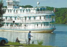 Twilight riverboat rechristened for 25th anniversary - Was in my MMQB video yesterday!