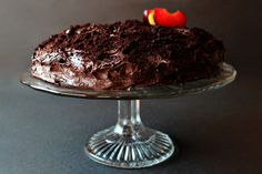 Chocolate Cake With Chocolate Buttercream Frosting --- this cake looks amazing, I just have to try it out ASAP!!!