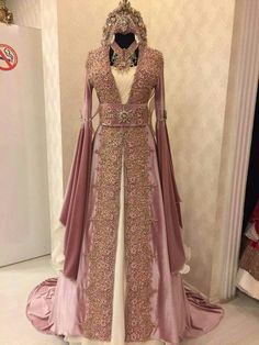 640 × 853 pixels - 640 × 853 pixels The Effective Pictures We Offer You About cr - Muslim Fashion, Modest Fashion, Fashion Dresses, Turkish Wedding, Muslim Wedding Dresses, Royal Dresses, Turkish Fashion, Medieval Dress, Fantasy Dress