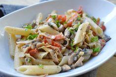 Pasta med bacon- & grönsakssås Pasta Med Bacon, Pasta Salad, Ethnic Recipes, Food, Red Peppers, Crab Pasta Salad, Essen, Noodle Salads, Yemek