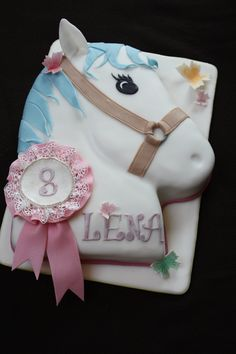 Horse head cake for girls