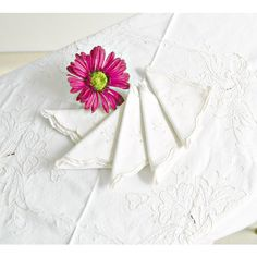 Embroidered Table Linens Set Vintage Square Tablecloth Matching... (93 ILS) ❤ liked on Polyvore featuring home, kitchen & dining, table linens, white napkins, vintage napkins, white tablecloth, white table napkins and embroidery tablecloth