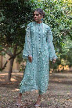 Shalwar Kameez, Kurti, Kurta Neck Design, Semi Formal Dresses, Casual Suit, Pakistani Outfits, Sleeve Designs, Traditional Outfits, Lace Detail