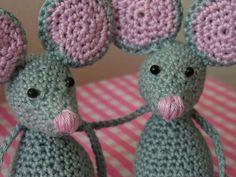 Zvědavé myšky :: Ušito s láskou Crocheting, Knitting Patterns, Crochet Hats, Crochet, Knitting Hats, Chrochet, Knitting Paterns, Cable Knitting Patterns, Weaving