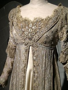 Detail- regency dress, 1800-1815. Kinda looks like the Ever After dress.