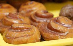 Φτιάξε λαχταριστά ντόνατς κανέλας με ελάχιστες θερμίδες! Donut Recipes, Sweets Recipes, Baking Recipes, Comme Un Chef, Le Chef, Think Food, Love Food, Low Calorie Cake, The Kitchen Food Network