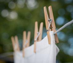 Dica para deixar suas ROUPAS BRANQUINHAS como NOVAS. Veja esta e outras dicas em nosso blog: http://dicasdacasa.com/roupas-branquinhas/