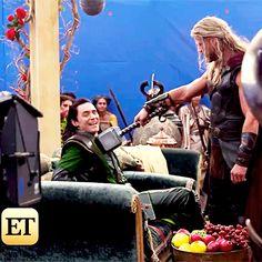 Tom Hiddleston and Chris Hemsworth on the set of Thor: Ragnarok (ET Online)