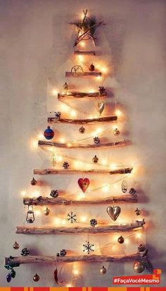 #Natal se aproximando, hora de montar as árvores de natal. Que tal inovar este ano e fazer uma árvore de natal diferente, usando galhos + luzinhas + enfeites natalinos?