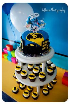 Batman Cupcake and Cake