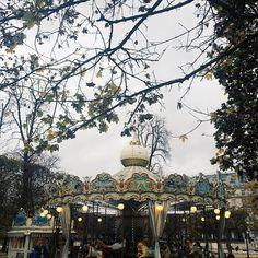09/11/2014❤️//#paris#parisjetaime  Карусель моего детства..Столько воспоминаний с нею связано😘А в Пари сегодня такая красота,прям настоящая осень😍