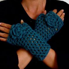 Crochet fingerless gloves & matching hat: free pattern